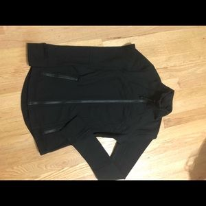 Hold Lululemon size 4 define